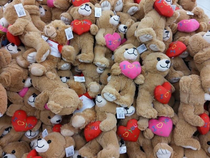Het speelgoed van de baby in supermarkt stock foto's