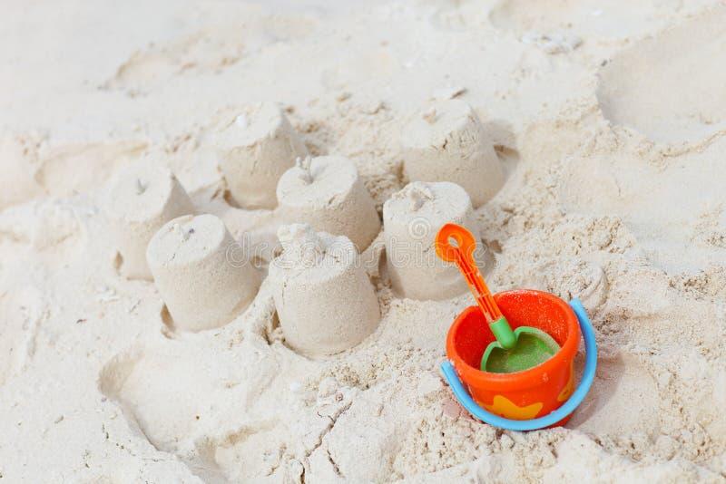 Het speelgoed van het strand op tropisch strand stock foto