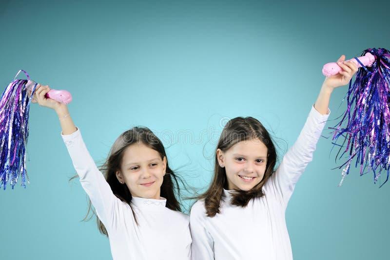 Het speelse meisjes uitoefenen stock afbeelding