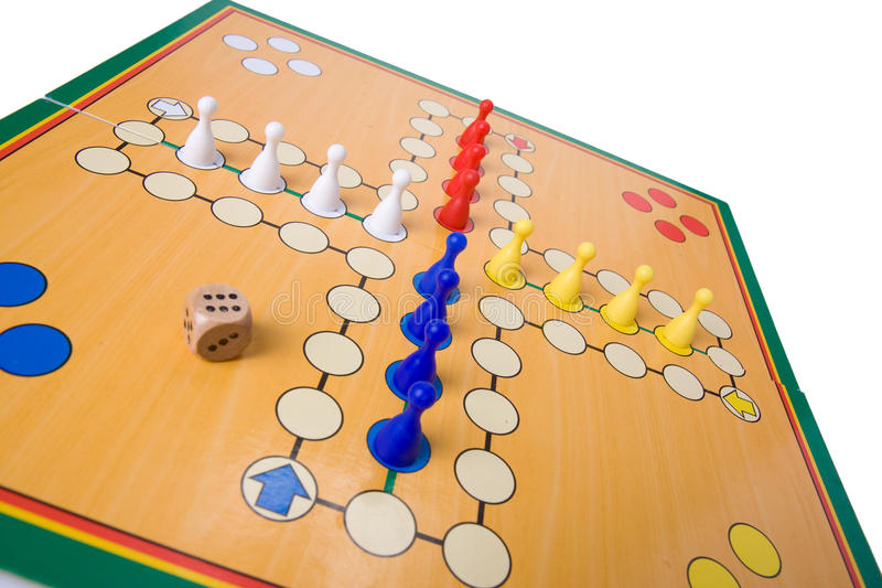 Het spel van de raad met kleurenpanden stock afbeelding