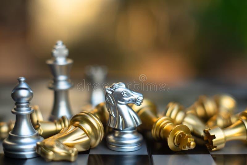 Het spel van de schaakraad, bedrijfs concurrerend concept royalty-vrije stock foto