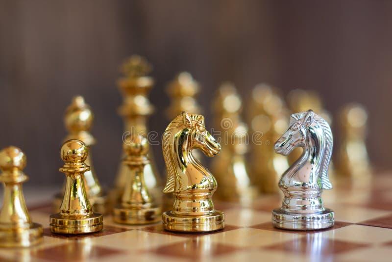 Het spel van de schaakraad, bedrijfs concurrerend concept stock afbeeldingen