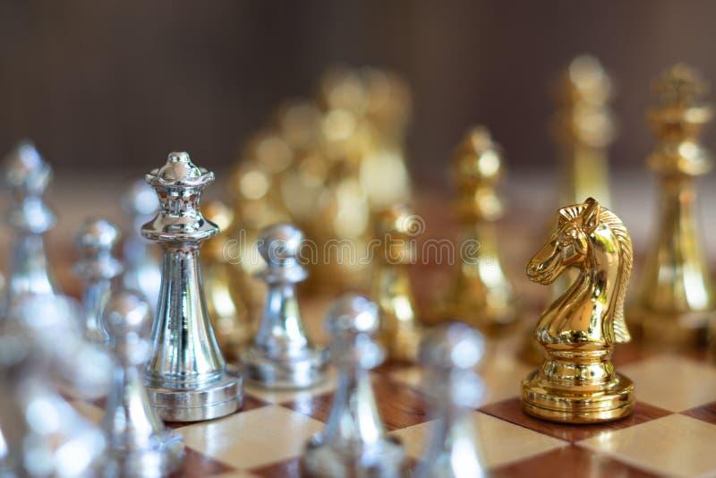 Het spel van de schaakraad, bedrijfs concurrerend concept stock fotografie