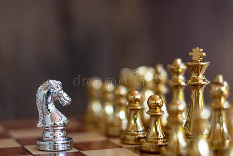 Het spel van de schaakraad, bedrijfs concurrerend concept stock foto's