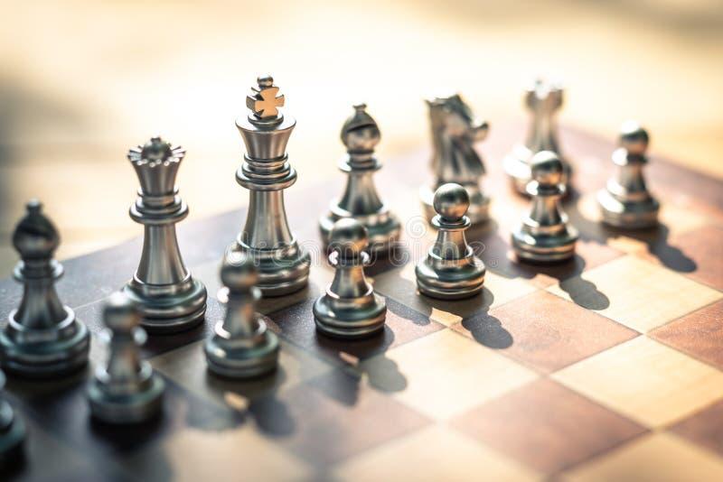 Het spel van de schaakraad, bedrijfs concurrerend concept, exemplaarruimte stock foto