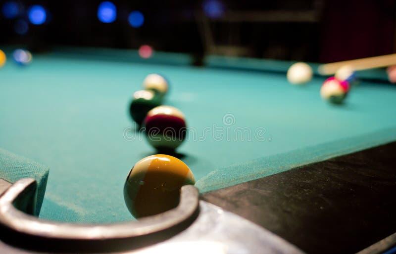 Het spel van het biljart op poollijst royalty-vrije stock afbeelding