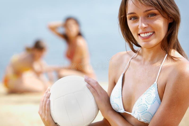 Het spel van het strand stock foto's