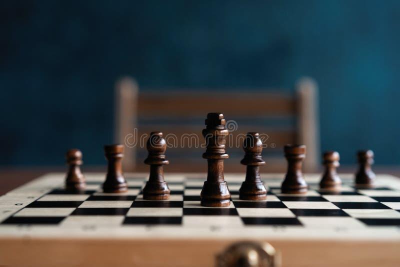 Het spelconcept van de schaakraad bedrijfsideeën en de concurrentie en de stratagy betekenis van het plansucces stock foto