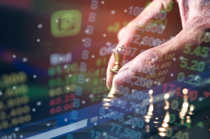 Het spelconcept van de schaakraad bedrijfsideeën en de concurrentie en strategieplan stock afbeelding