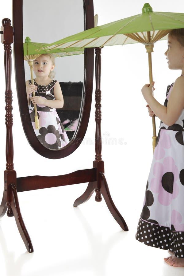 Download Het Spelen Kleding-omhoog Met Een Spiegel Stock Afbeeldingen - Afbeelding: 24173104