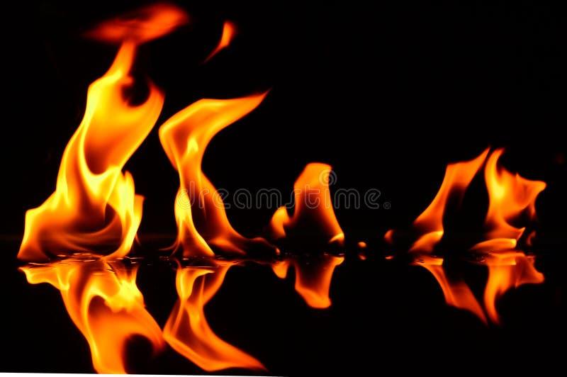 Het spelen met brandfoto's royalty-vrije stock afbeeldingen