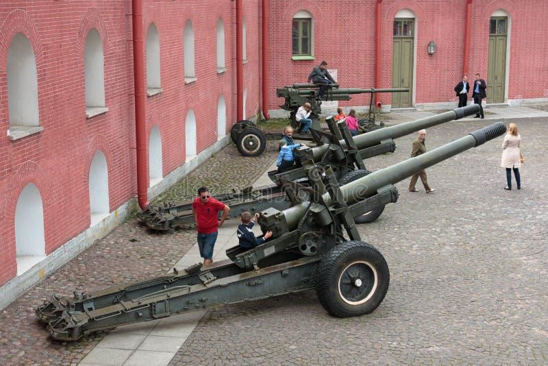 Het spelen met kanonnen stock afbeelding