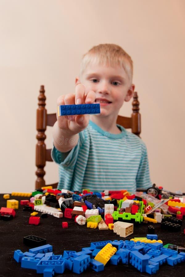 Het spelen met Lego royalty-vrije stock foto