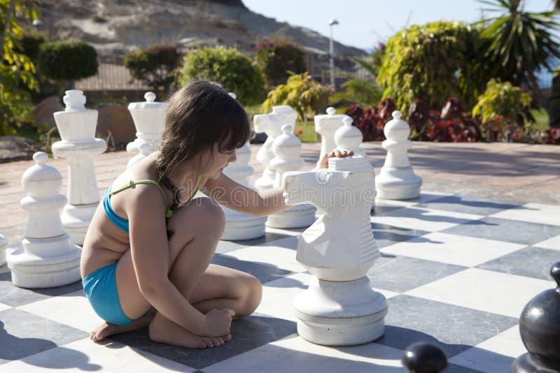 Het spelen schaak royalty-vrije stock afbeeldingen