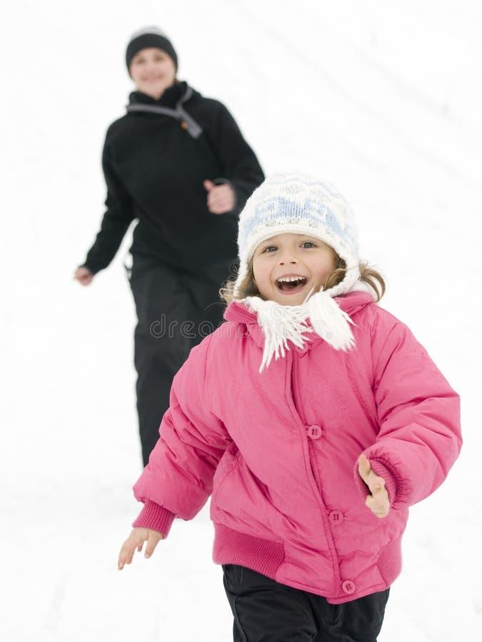 Het spelen in sneeuw royalty-vrije stock afbeelding