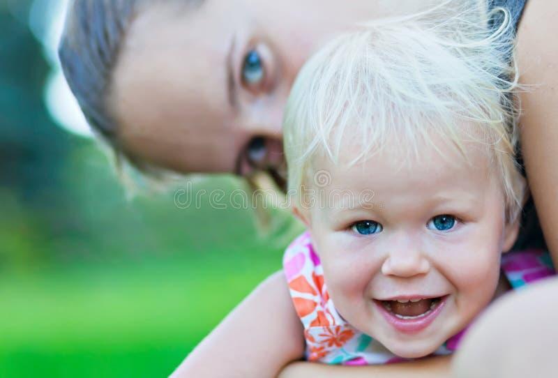 Het spelen van de baby en van de moeder royalty-vrije stock foto's
