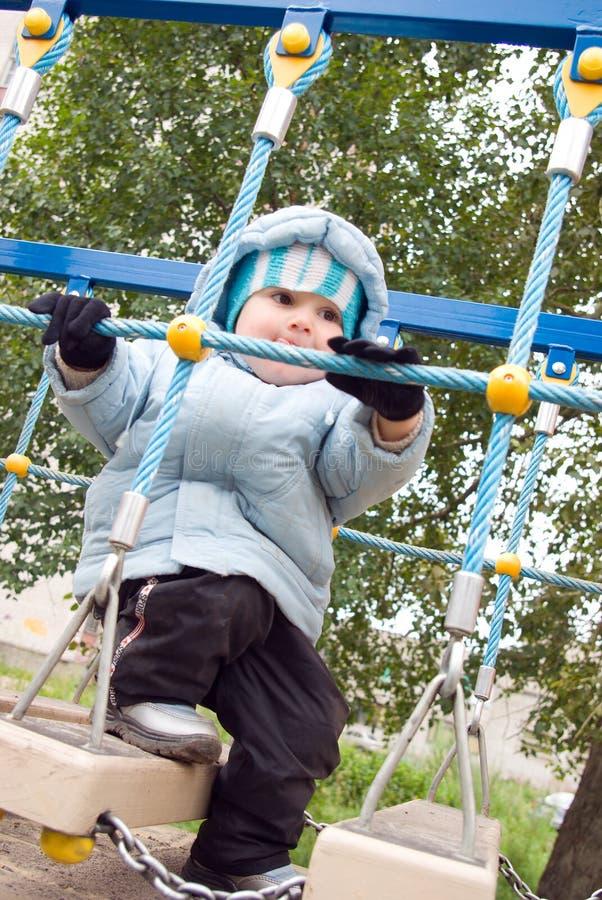 Het Spelen van de jongen bij de Speelplaats royalty-vrije stock foto's