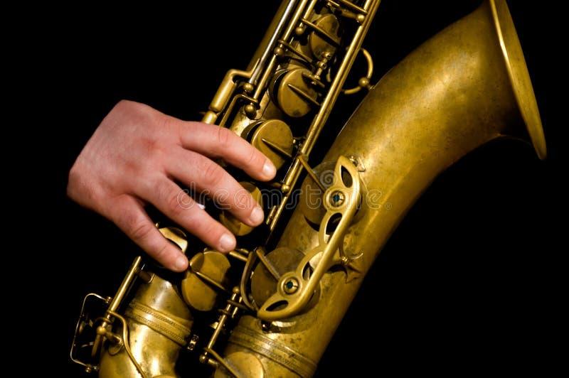 Het spelen van de mens saxofoon royalty-vrije stock fotografie