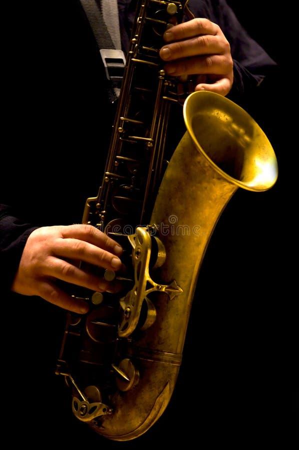 Het spelen van de mens saxofoon royalty-vrije stock foto's