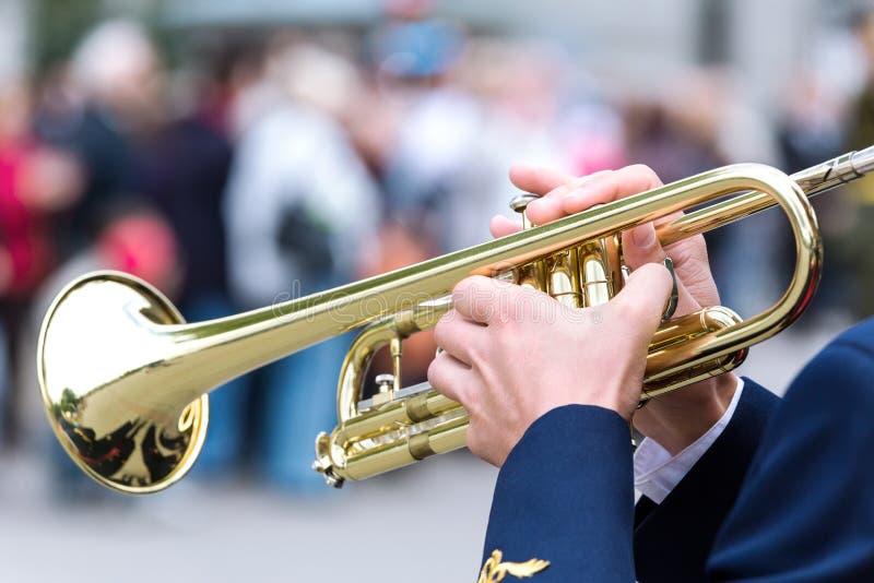Het spelen van de musicus trompet royalty-vrije stock foto