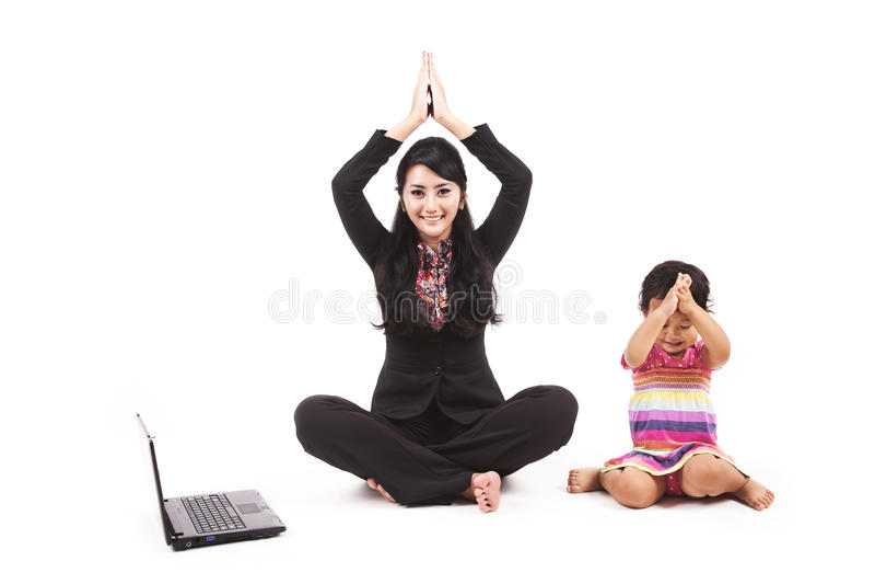 Het spelen van de onderneemster met haar dochter stock fotografie