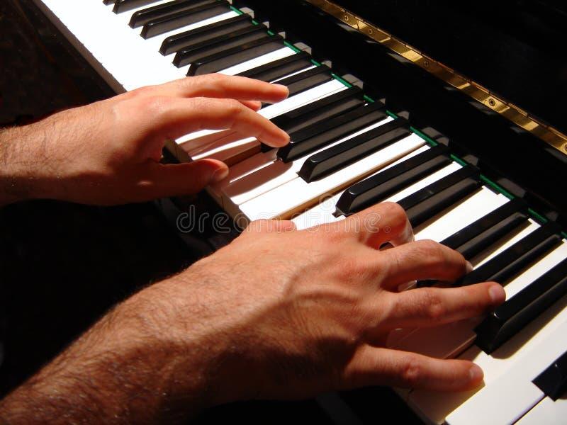Het spelen van de piano stock afbeelding