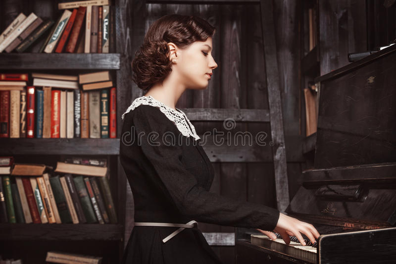Het spelen van de piano royalty-vrije stock afbeeldingen