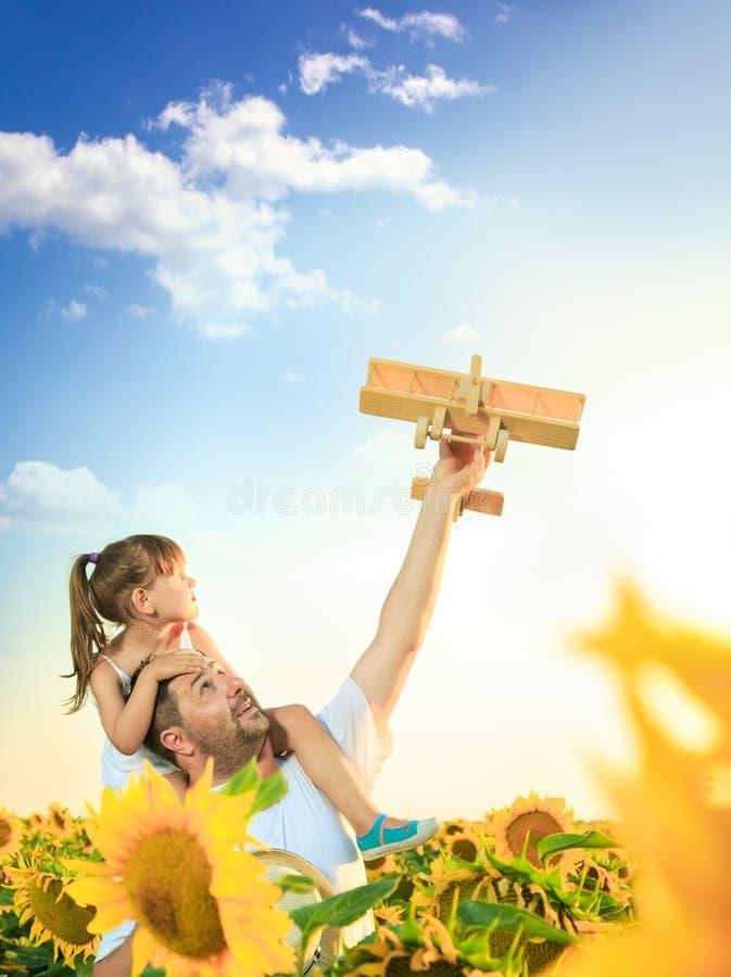 Het spelen van de vader en van de dochter royalty-vrije stock afbeelding