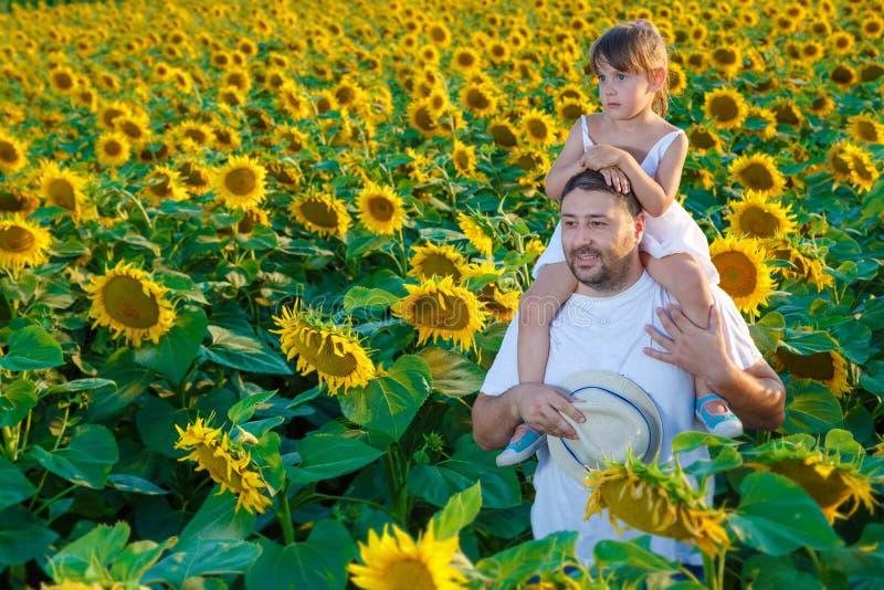 Het spelen van de vader en van de dochter stock foto's