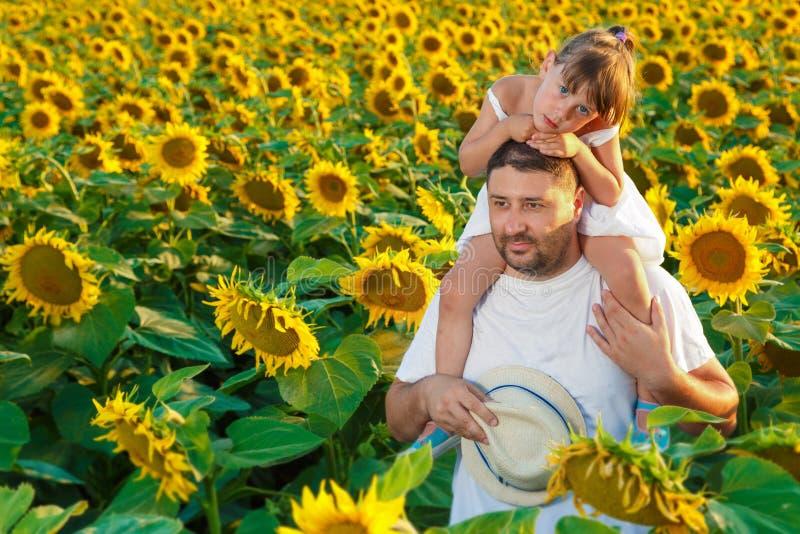 Het spelen van de vader en van de dochter royalty-vrije stock foto