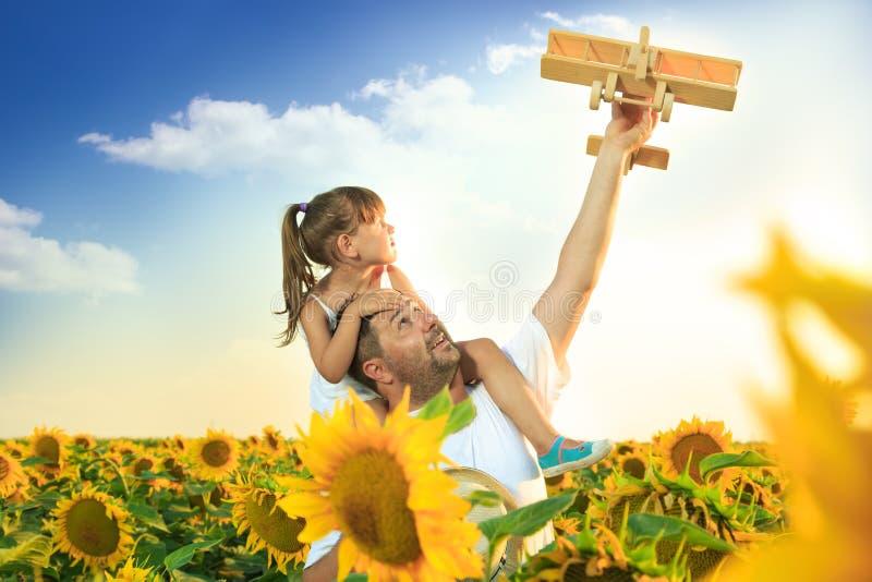 Het spelen van de vader en van de dochter stock afbeelding