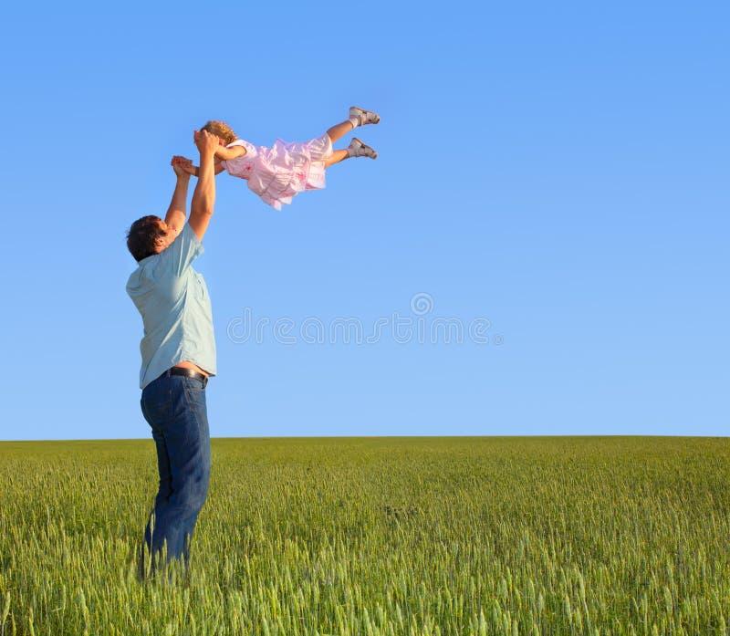 Het spelen van de vader met dochter stock afbeelding