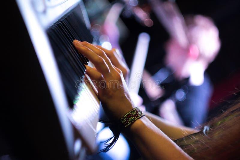 Het spelen van het digitale toetsenbord royalty-vrije stock afbeeldingen