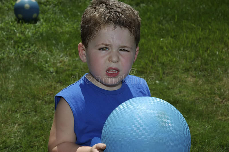 Het Spelen van het kind Bal royalty-vrije stock afbeelding