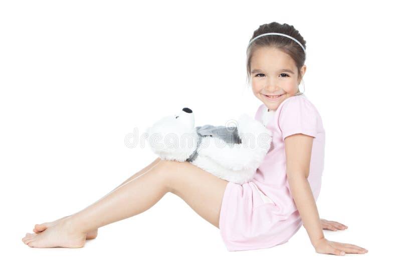 Het spelen van het meisje met beerstuk speelgoed royalty-vrije stock afbeeldingen