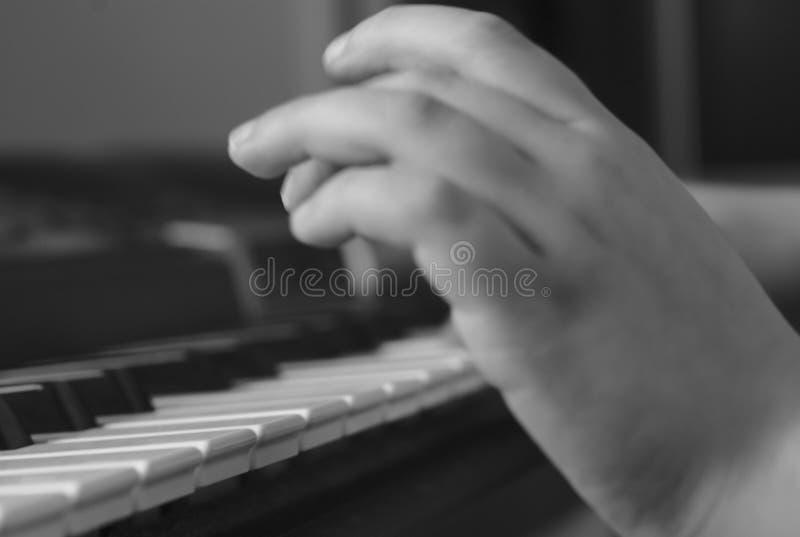 Het spelen van het jonge geitje Piano royalty-vrije stock afbeeldingen