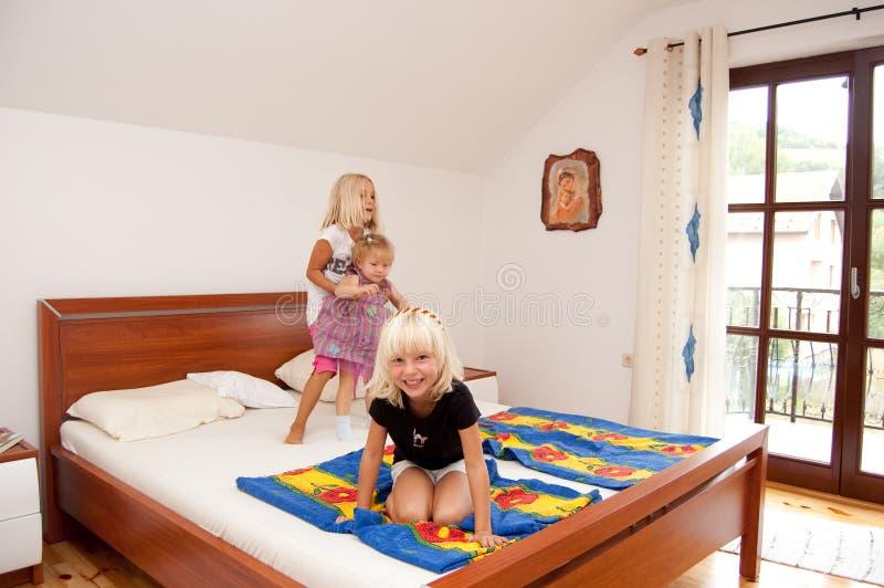 Het spelen van meisjes royalty-vrije stock afbeeldingen