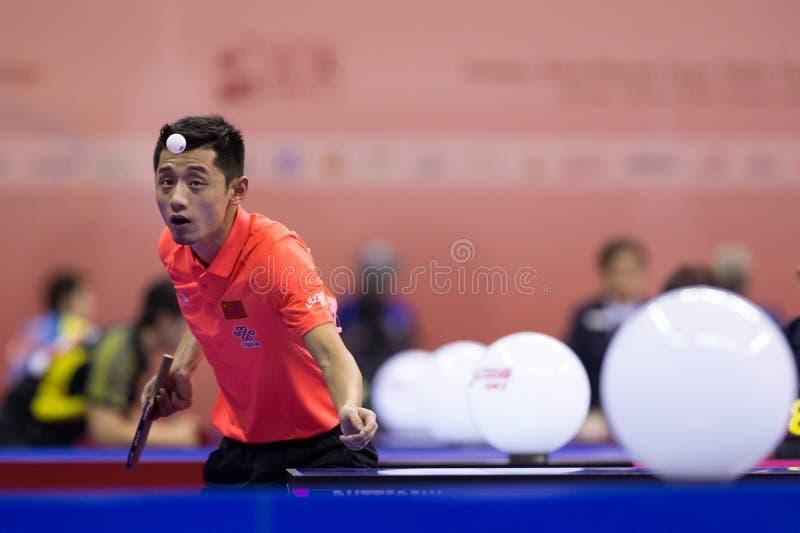 Het spelen van Zhang van China tijdens Pingpong Chapionship in Malaysi stock foto