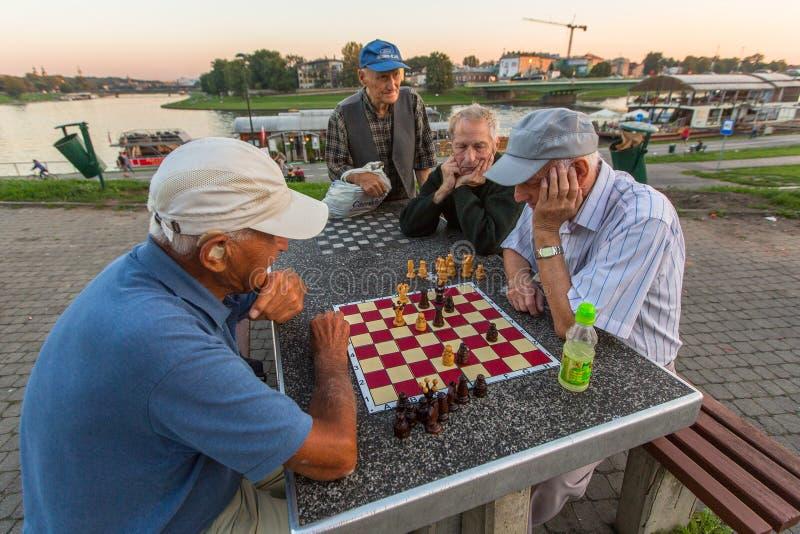 Het spelschaak van bejaarden op de dijk van Vistula royalty-vrije stock foto's