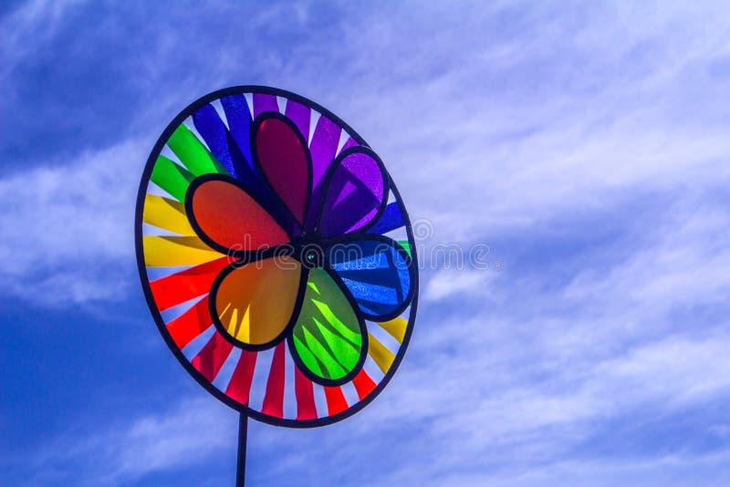 Het spinnende vuurrad van de regenboog lgbt trots Symbool van seksuele minderheden, homosexuelen stock foto's