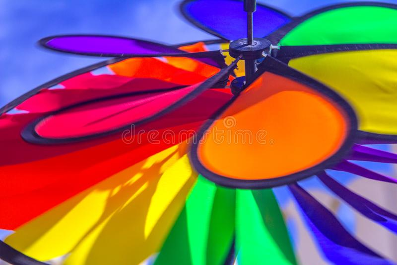 Het spinnende vuurrad van de regenboog lgbt trots Symbool van seksuele minderheden, homosexuelen en lesbiennes royalty-vrije stock afbeelding