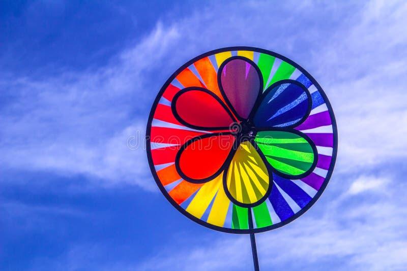 Het spinnende vuurrad van de regenboog lgbt trots Symbool van seksuele minderheden, homosexuelen en lesbiennes royalty-vrije stock fotografie