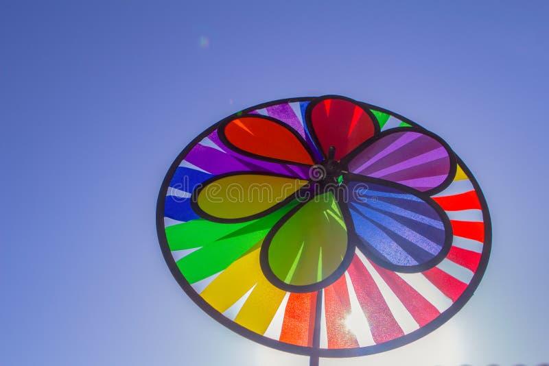 Het spinnende vuurrad van de regenboog lgbt trots Symbool van seksuele minderheden, homosexuelen en lesbiennes royalty-vrije stock foto