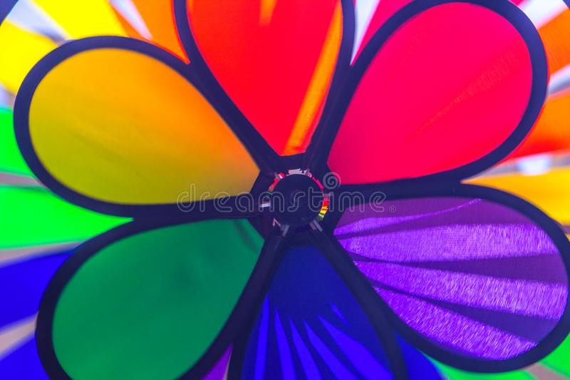 Het spinnende vuurrad van de regenboog lgbt trots Symbool van seksuele minderheden, homosexuelen en lesbiennes stock fotografie