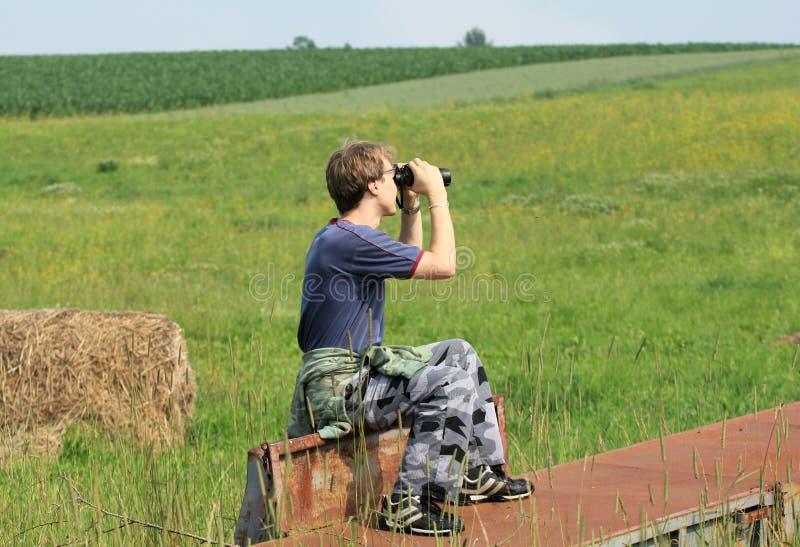 Het spioneren in aard stock fotografie