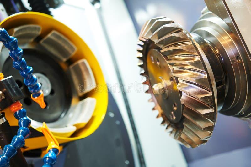 Het spiraalvormige de machinewerk van het toestelmalen CNC malende machine in de metaalbewerkingsindustrie stock fotografie