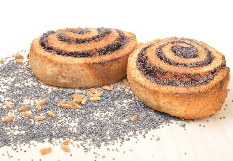 Het spiraalvormige koekje van het papaverzaad stock foto's