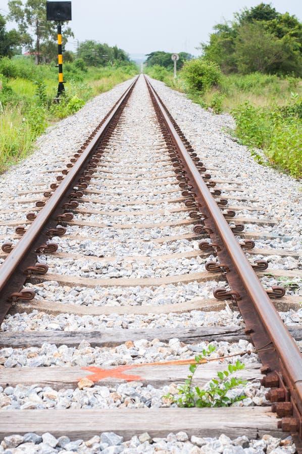 Het spoor van de spoorweg in de afstand stock fotografie