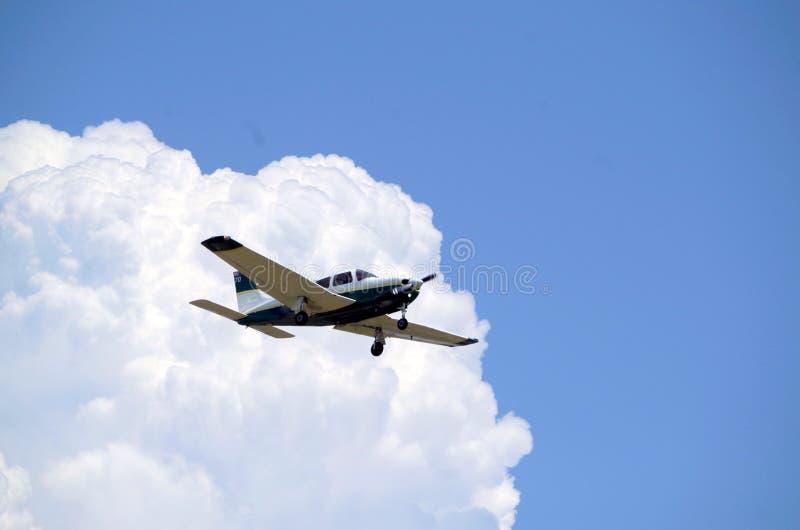 Het sportvliegtuig op Benadering klapt neer royalty-vrije stock afbeelding