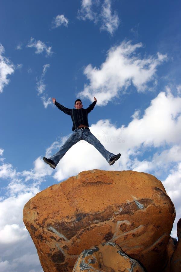 Het springen van de mens van vreugde stock afbeelding